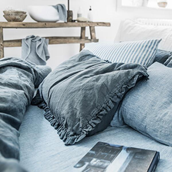 The Difference Between Comforters and Duvets